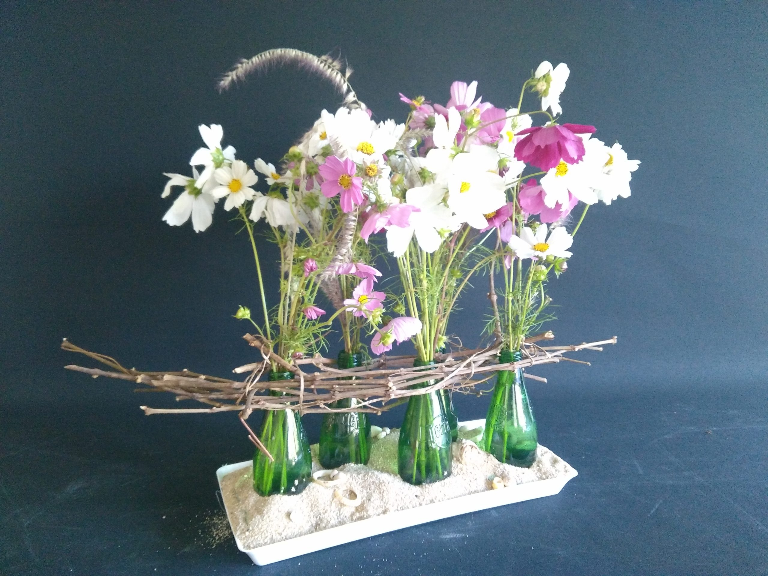 Bouquet de fleurs blanches et roses